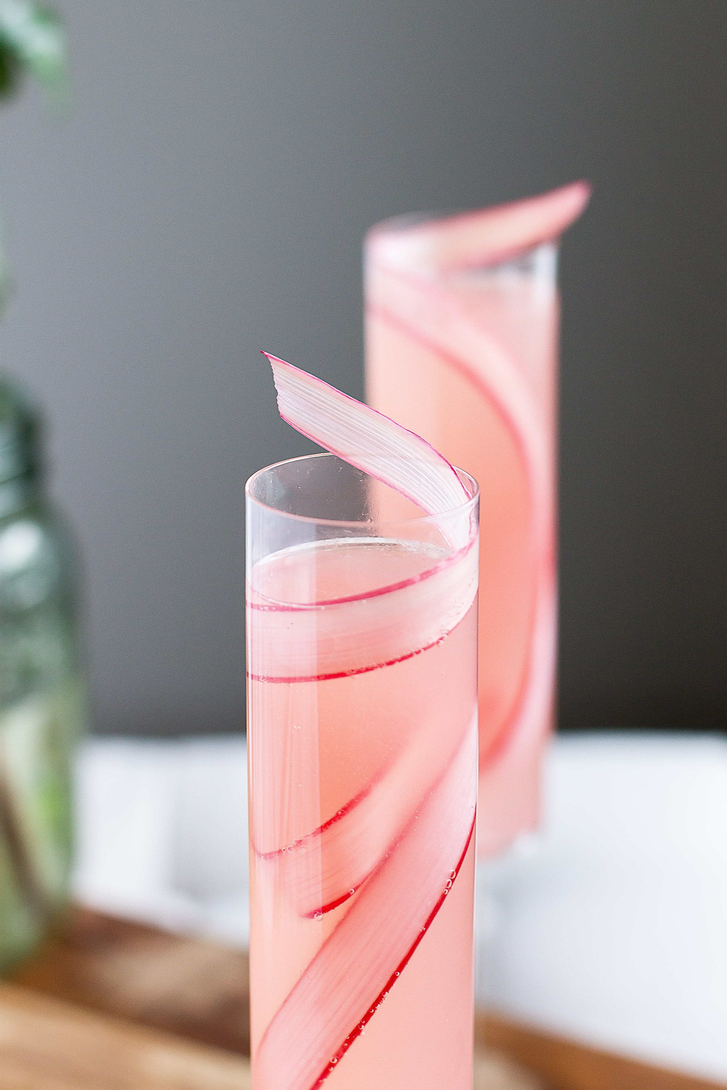 Rhubarb cocktail | French 75 | Spring Recipe | Champagne | Mother's Day | Brunch Drinks